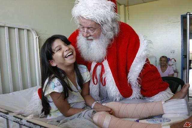 actividad social corporativa hospital niños papá Noel
