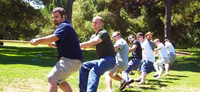 actividades al aire libre tirar de soga