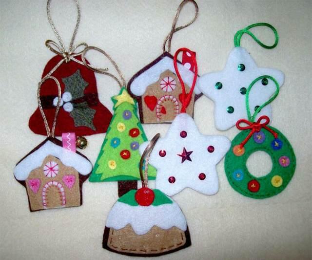 unos adornos navidad con fieltro