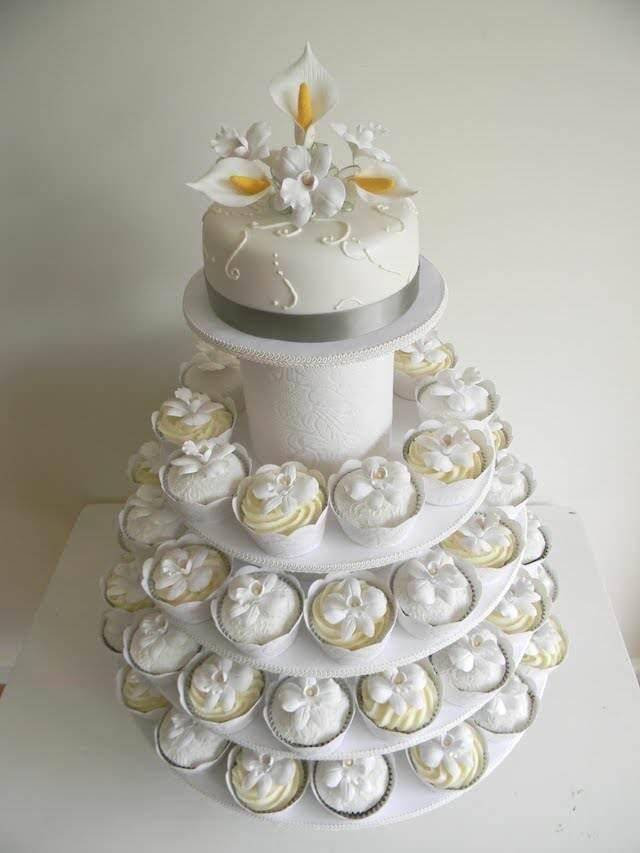 alternativa pasteles de boda con magdalenas blancas