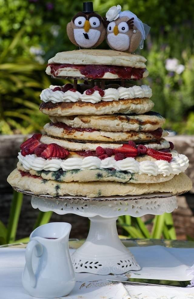 alternativa a pasteles de boda pastel de crepes pájaros