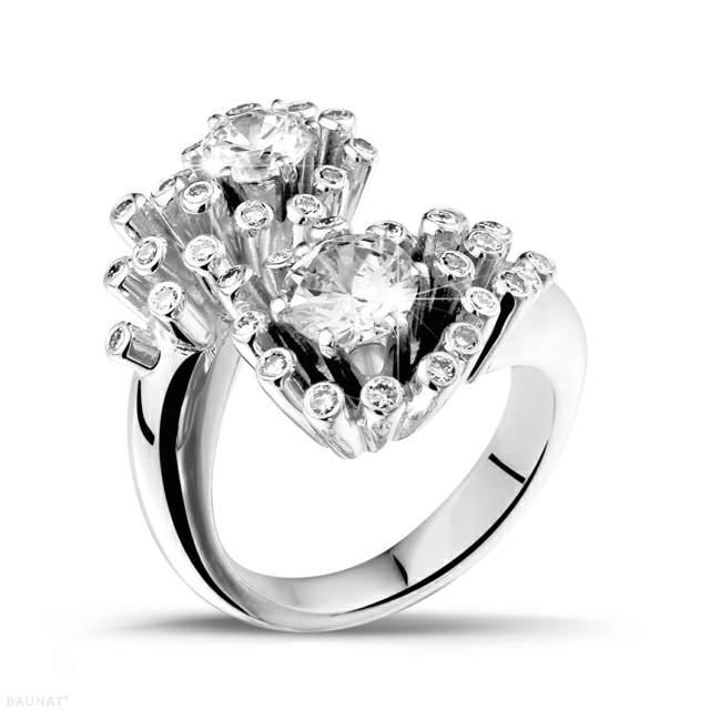 anillo de compromiso un diamante bonito