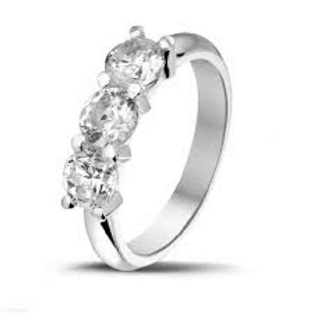 anillo de compromiso diamante elegante y bonito