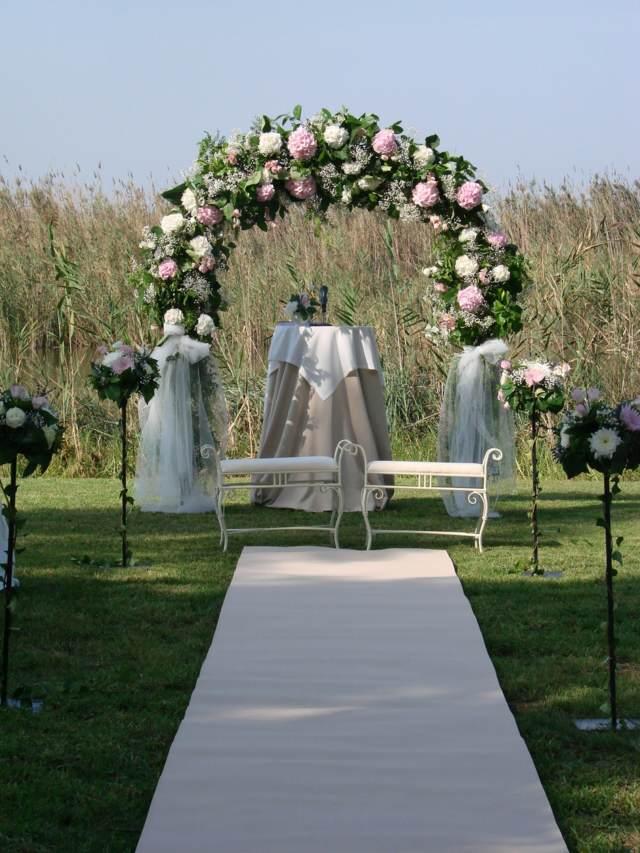 arco floral para boda al aire libre decoración bonita