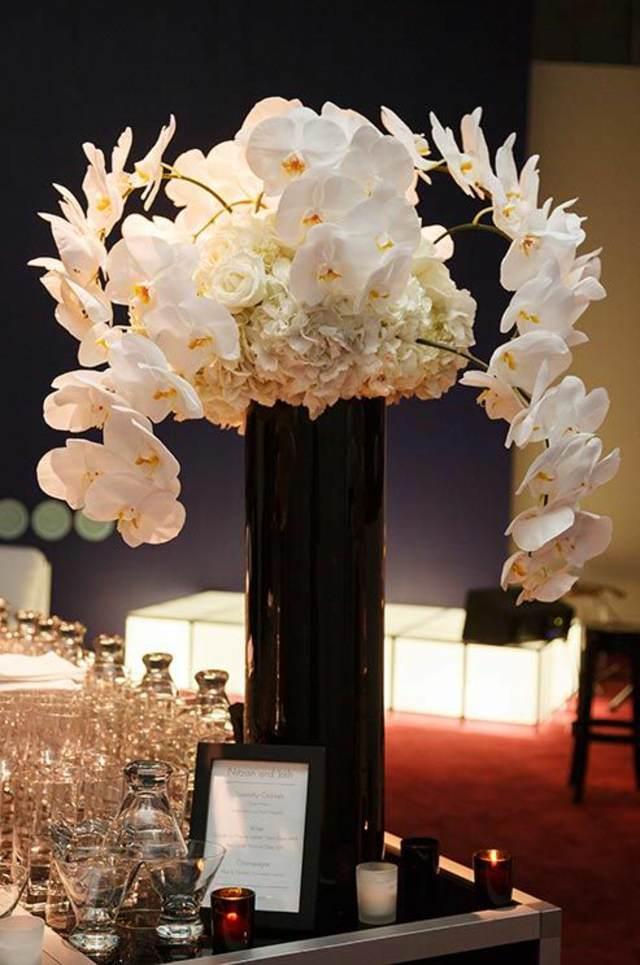 arreglos de flores con una decoración elegante