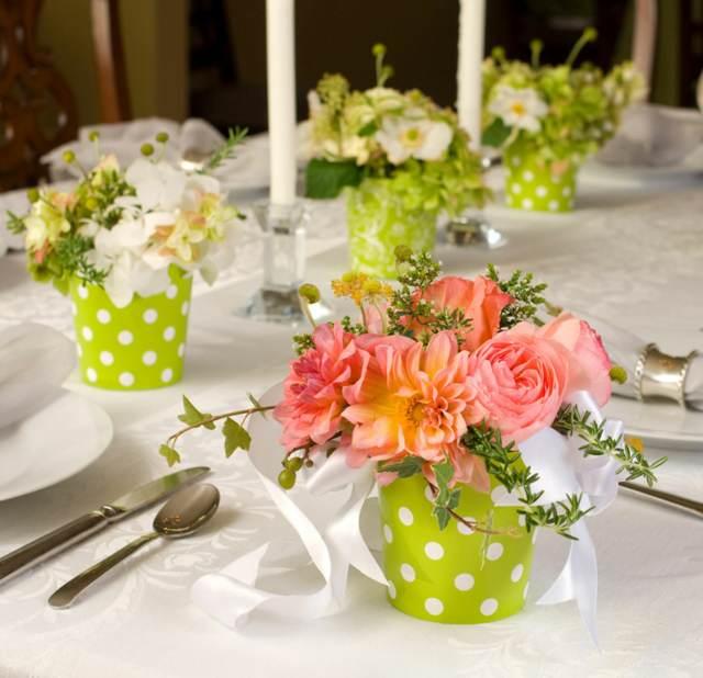 arreglos de mesa decoración color verde y flores