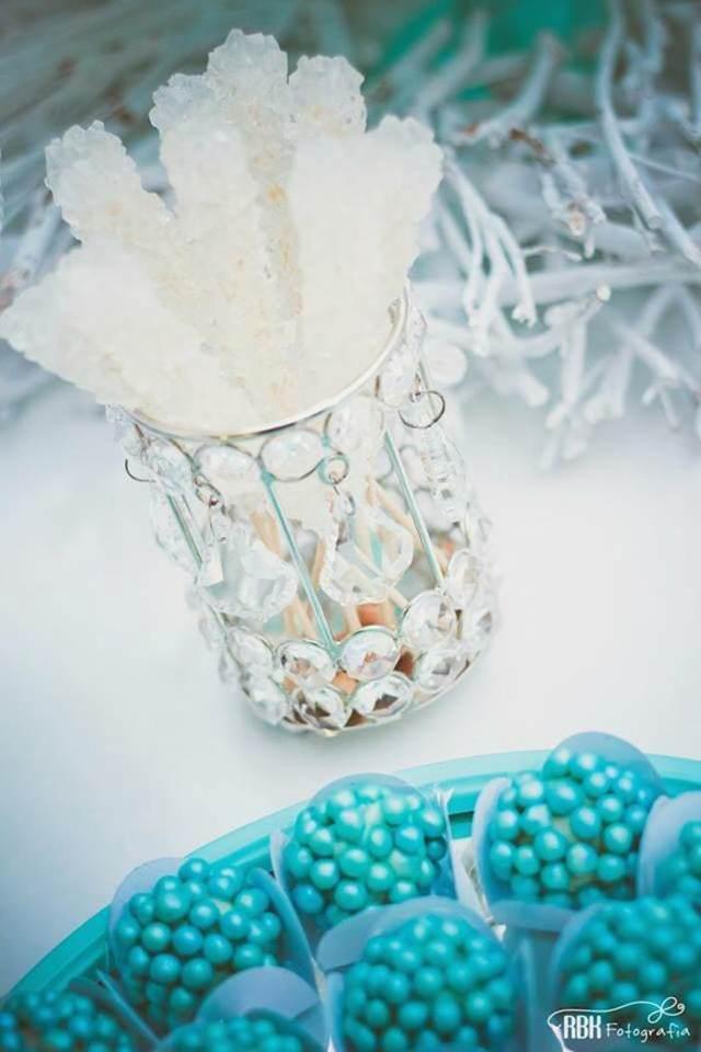 aventura congelada decoracion con color azul blanco bombones