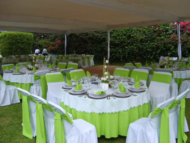 banquetes mesas decoración colores verde blanco