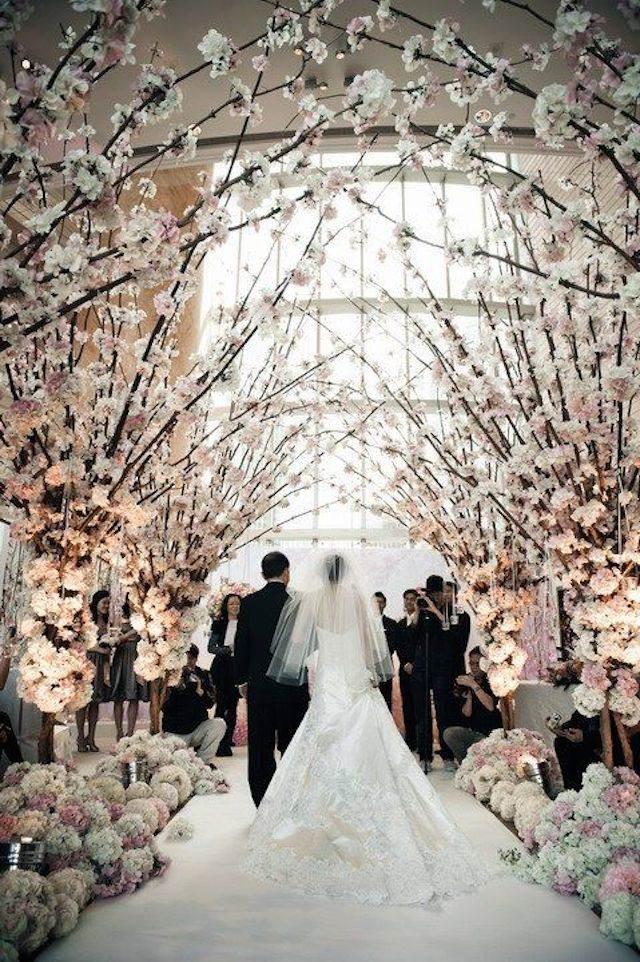 boda de navidad novia y novio antes altar estilo vintage