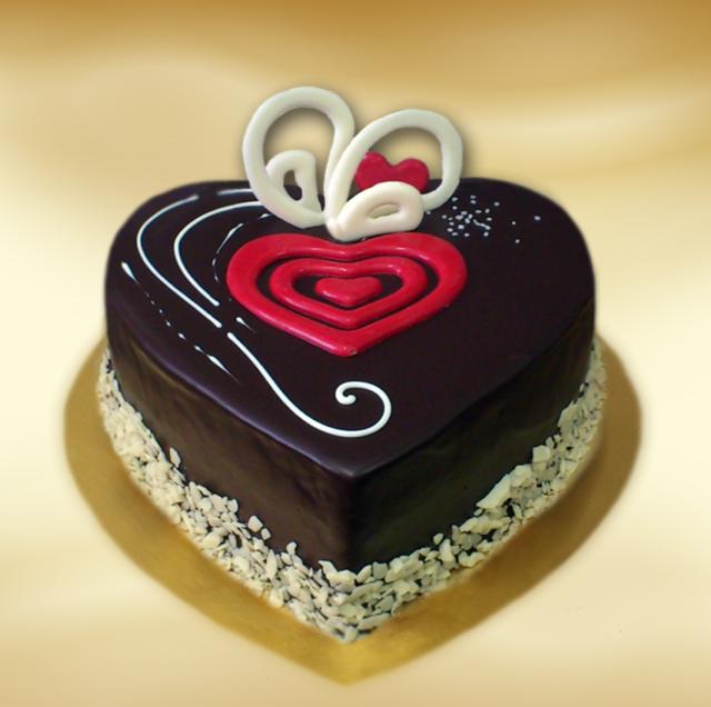 bolo de aniversario corazón decoración blanca roja