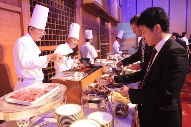 comida bebidas personal adicional invitados seminario