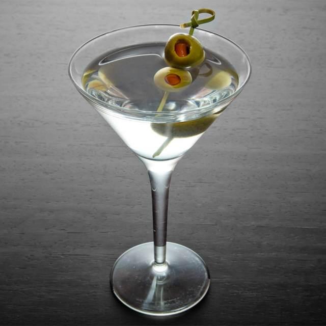 cócteles famosos martini olivas