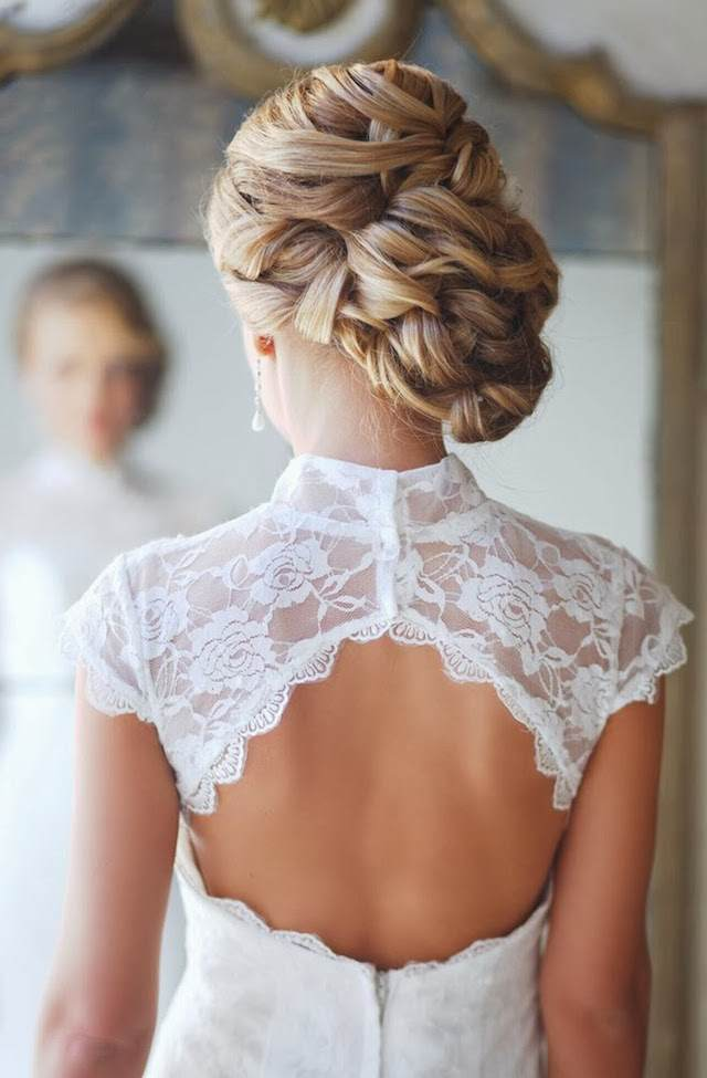 combinación vestido retro moño chignon derecha estilo moderno