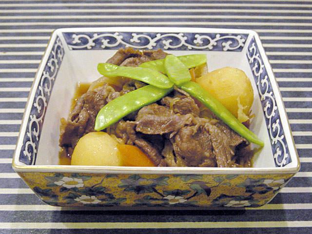comida japonesa famosa nikujaga preparada como casa