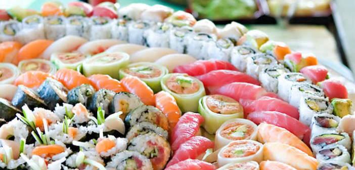 comida-japonesa-sushi-delicioso-diferentes-variantes
