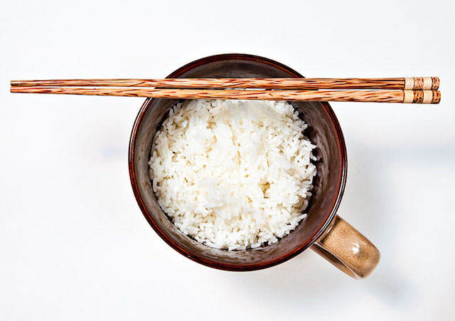 comida japonesa típica plato de arroz