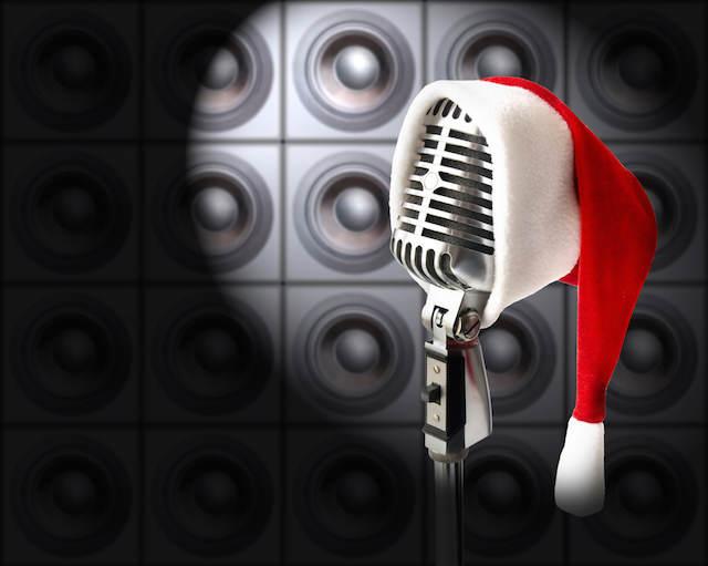 concierto micrófono decorado gorro de Navidad típico