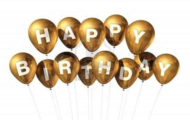 decoración con globos en color de oro para cumpleaños