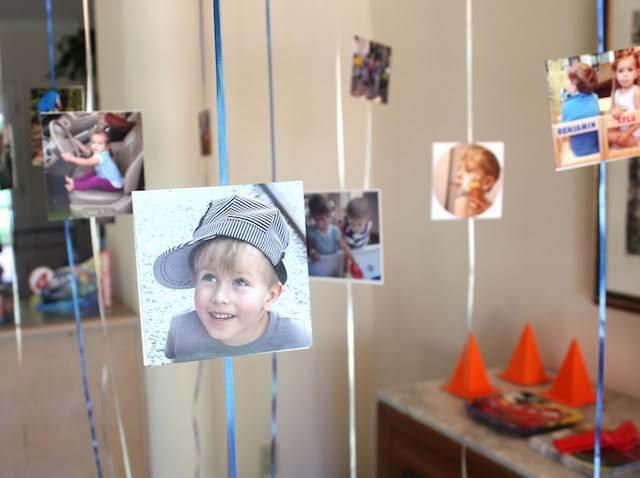 decoración con globos fotos colgados fiesta infantil