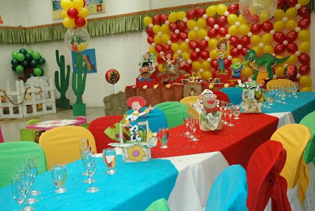 una decoración de fiestas infantiles colores diferentes