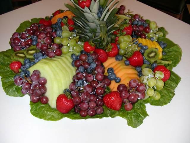 decoración frutas uvas kiwi y fresas