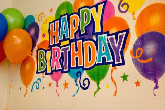 decoración globos celebración cumpleaños palabras happy birthday