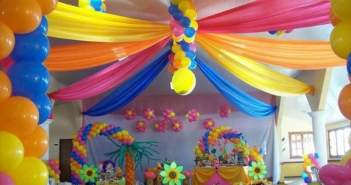 decoracion-globos-diferentes-colores