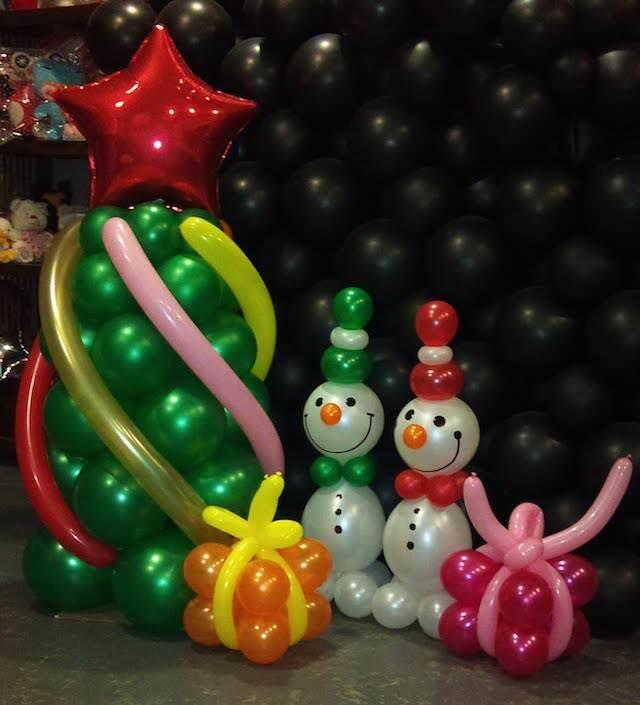 decoración navideña con globos diferentes formas tamaño