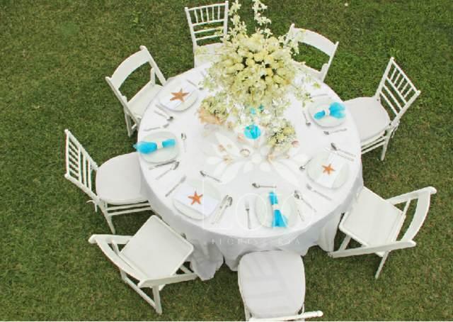 decoración perfecta con ramos de flores para una fiesta al aire libre