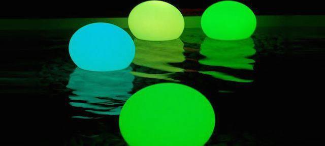 decoración romantica con globos palillos del resplandor