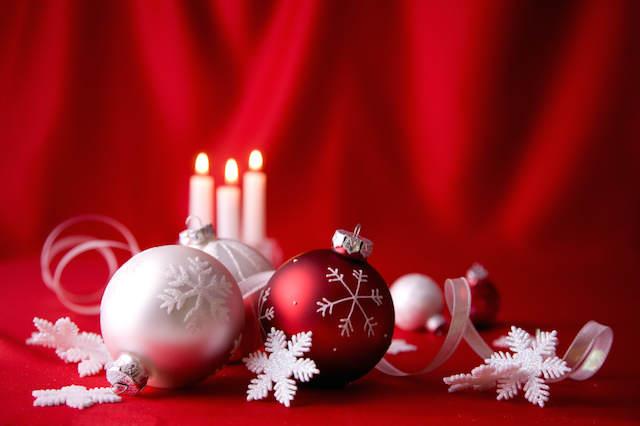 decoración típicamente de Navidad colores rojo blanco