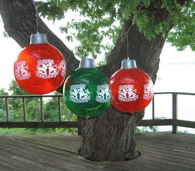 decoraciones con globos adornados color rojo para fiestas navideñas