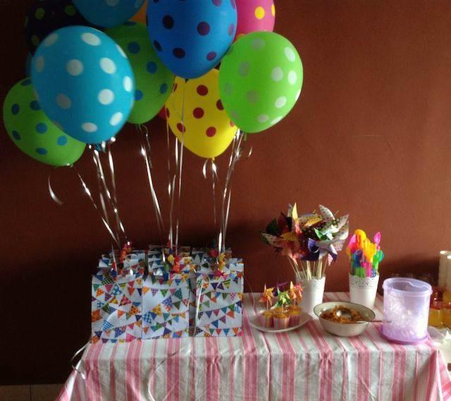 decoraciones con globos regalos atados globos de lunares
