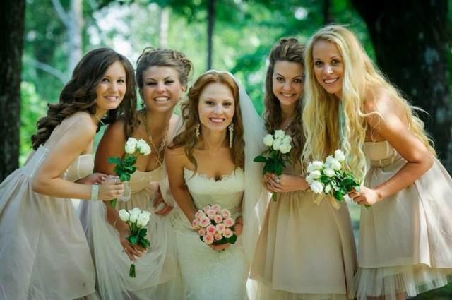 detalles de boda la novia amigas flores