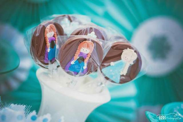 dulces con figuras congeladas de chocolate congelado