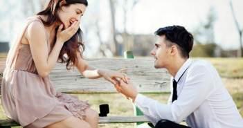 el noviazgo-propuesta-de-matrimonio-dos-enamorados-anillo