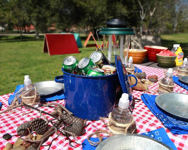 estilo campo catering bebida directamente sobre hierba