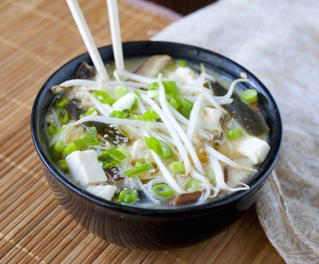 fiesta japonesa sopa de miso caldo delicioso