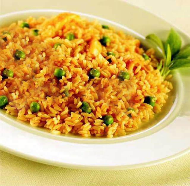 fiesta tematica mexicana comida típica arroz amarillo