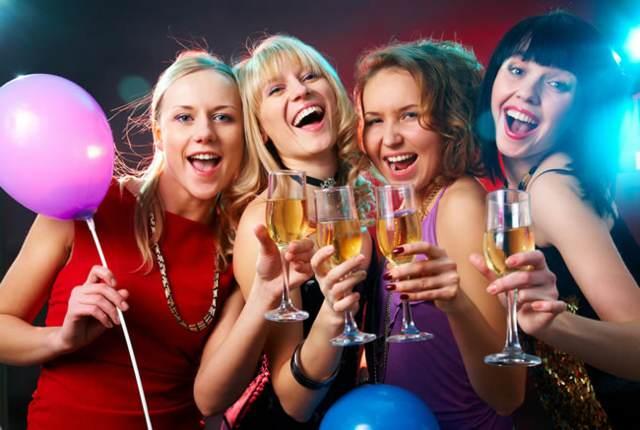 fiesta con vino y sonrisas momento inovlidable