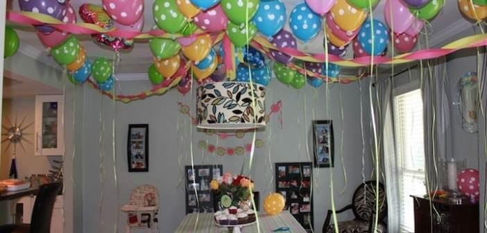 globos-abigarrados-con-lunares-decoracion--diferentes-colores