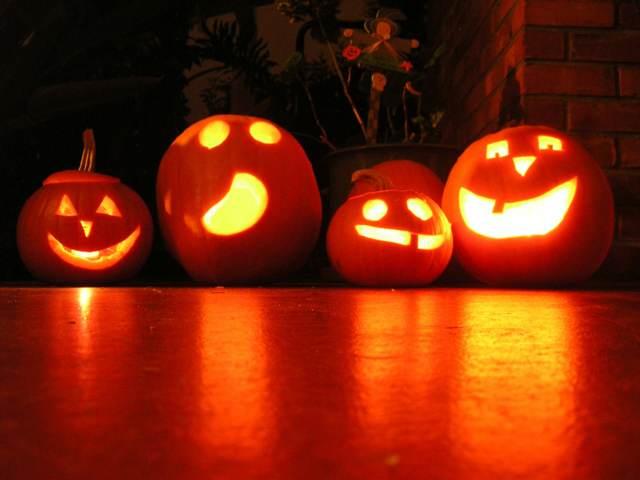 Halloween una fiesta con calabazas faroles