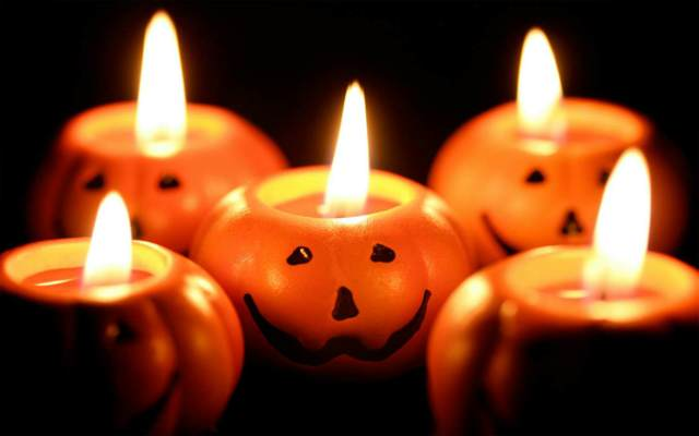 Halloween una fiesta calabazas con velas