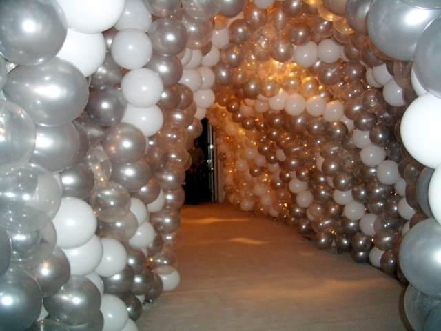 increíbles decoraciones con globos arco gris blanco