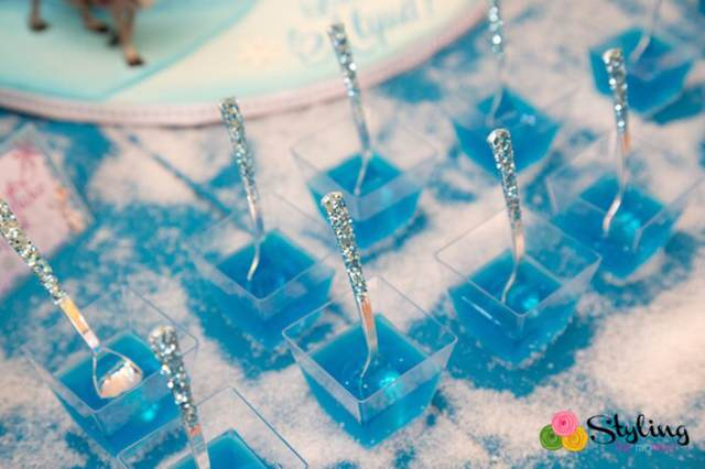 jarabe de gelatina de color azul