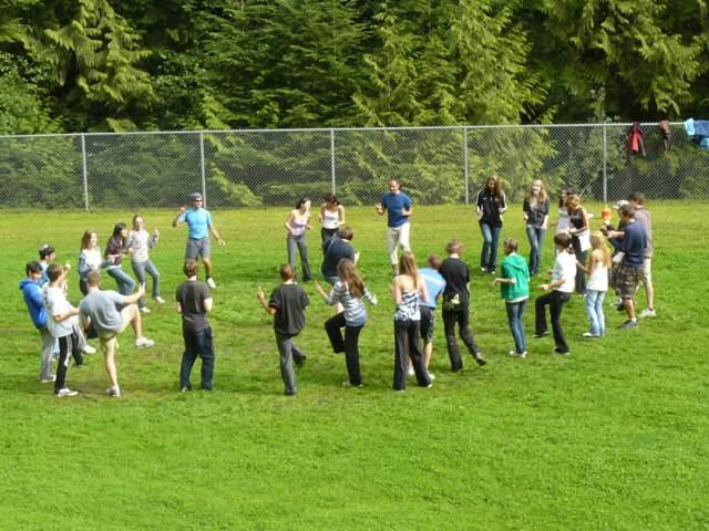 juego en equipos aire libre