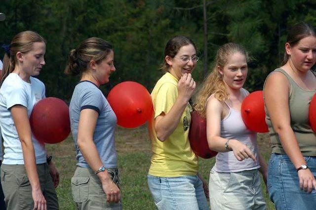 juegos divertidos con globos hinchados para cada evento