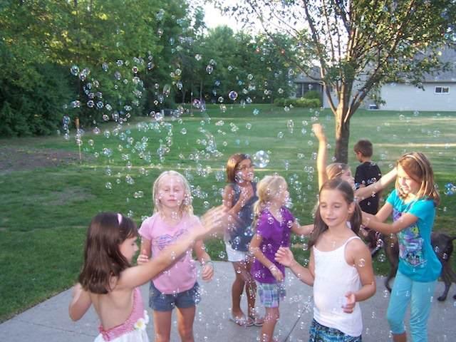 juegos infantiles competición divertida burbujas abigarradas