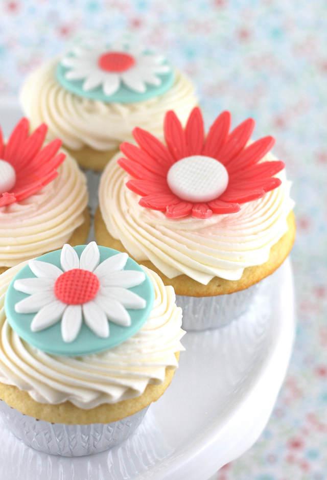 magdalenas con vainilla decoradas con flores azúcar