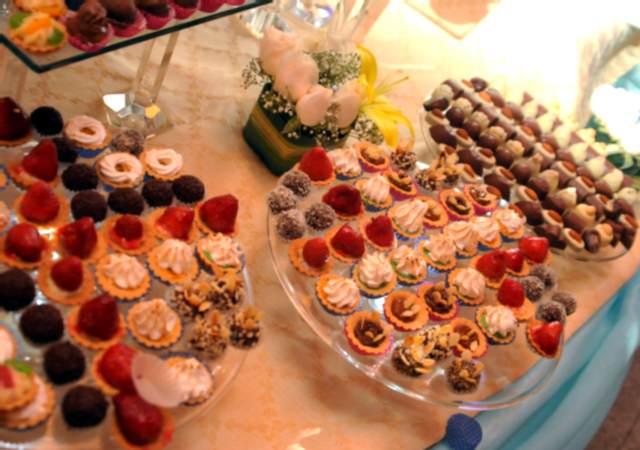 mesa con dulces eventos especiales